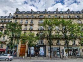 Idéale location saisonnière  -studette vendue meublée et équipée refaite à neuf - 730 m2 carrez- 42 avenue de wagram paris