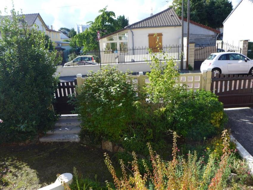 petite maison de ville avec jardinet et terrasse am nager ambition immobilier. Black Bedroom Furniture Sets. Home Design Ideas